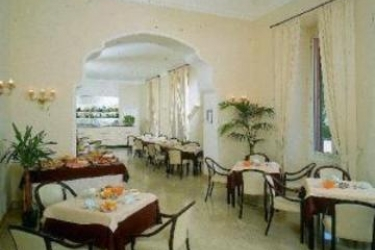 Hotel Mediterranee: Sala de Desayuno GENOVA