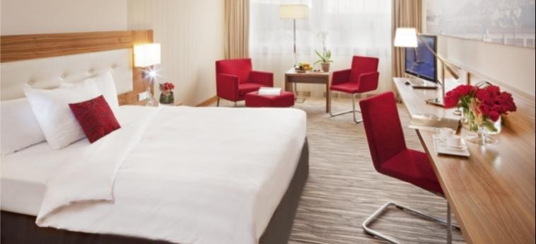 Mövenpick Hotel & Casino Geneva: Camera Deluxe GINEVRA