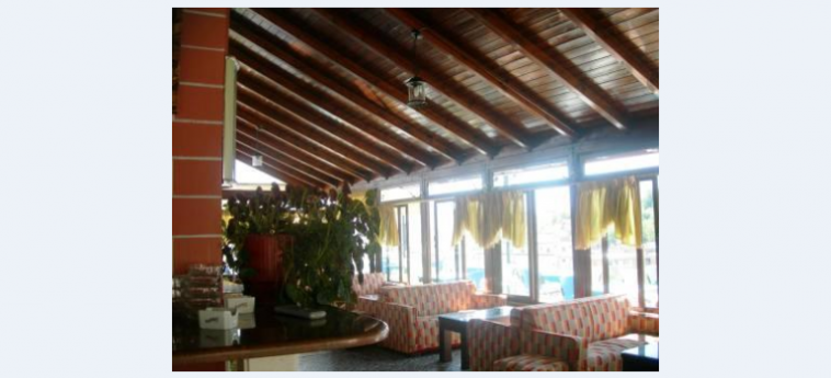 Hotel The First: Bar Interne GJIROKASTER