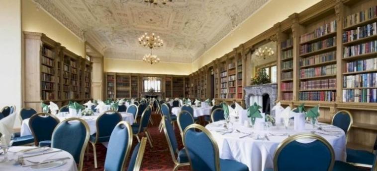 Hotel Stoke Rochford Hall: Lounge Bar GRANTHAM