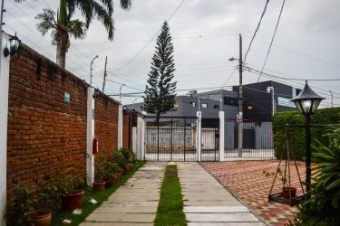 Hotel El Escalon: Entrada GUAYAQUIL
