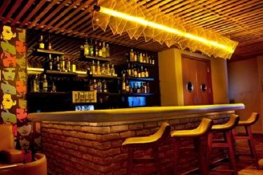 Hotel Lemon Tree Premier 1, Gurugram: Bar GURGAON