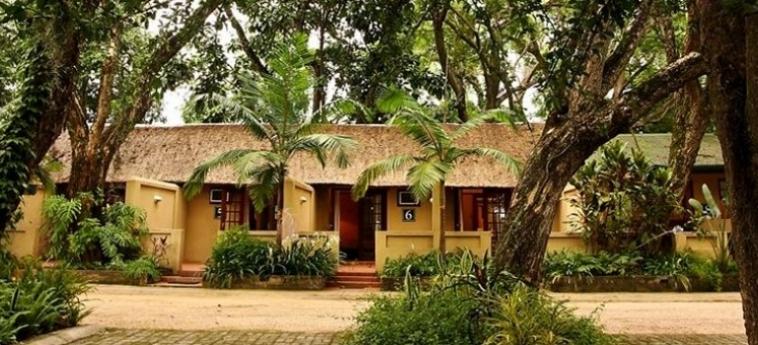 Hotel Numbi And Garden Suites: Bar Exterior HAZYVIEW