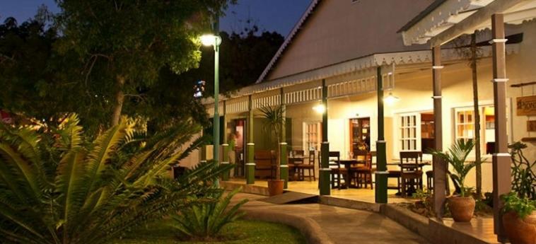 Hotel Numbi And Garden Suites: Exterior HAZYVIEW