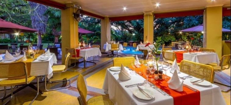 Hotel Numbi And Garden Suites: Theatre HAZYVIEW