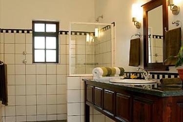Hotel Perry's Bridge Hollow: Bathroom HAZYVIEW
