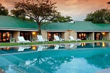 Hotel Perry's Bridge Hollow: Swimming Pool HAZYVIEW