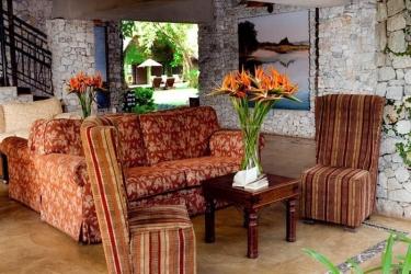 Hotel Hippo Hollow: Lobby HAZYVIEW