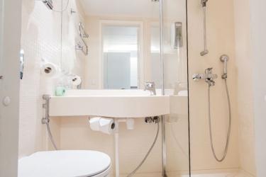 Omenahotelli Helsinki Eerikinkatu: Bathroom HELSINKI