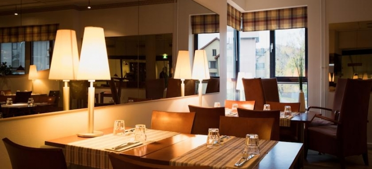 Airport Hotel Pilotti: Restaurant HELSINKI
