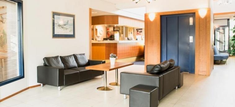 Airport Hotel Pilotti: Reception HELSINKI