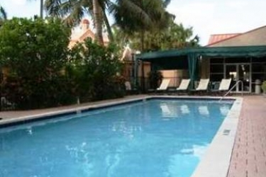 Hotel Hampton Inn & Suites Fort Lauderdale Airport: Piscine Découverte HOLLYWOOD (FL)