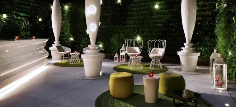 Mira Moon Hotel: Patio HONG KONG