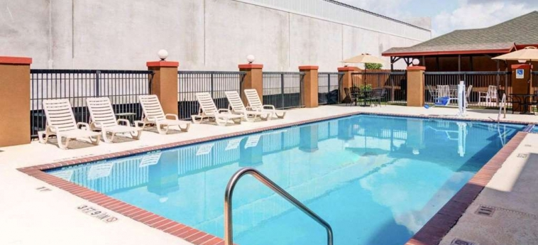 Hotel Quality Suites Bush - Iah Airport West: Piscina HOUSTON (TX)
