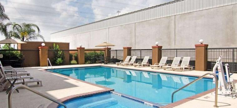 Hotel Quality Suites Bush - Iah Airport West: Piscine chauffée HOUSTON (TX)