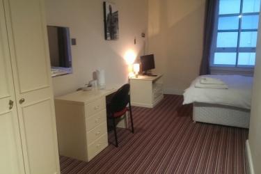 Hotel Swallow Huddersfield: Living Room HUDDERSFIELD