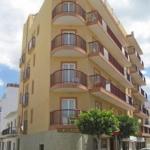 Hotel Hostal Adelino