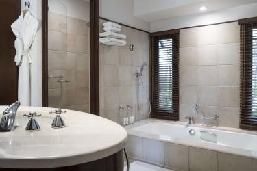 Hotel Le Meridien Ile Des Pins: Bathroom ILE DES PINS