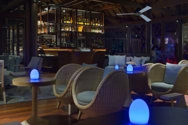 Hotel Le Meridien Ile Des Pins: Indoor Bar ILE DES PINS