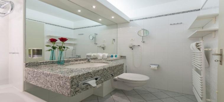 Hotel Dorint Bluemlisalp Beatenberg Interlaken: Badezimmer INTERLAKEN