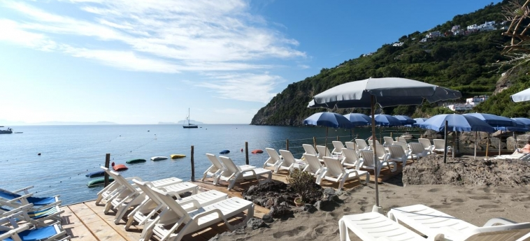 Hotel Giardino Delle Ninfe E La Fenice: Beach ISCHIA ISLAND - NAPLES