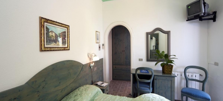 Hotel Giardino Delle Ninfe E La Fenice: Bedroom ISCHIA ISLAND - NAPLES