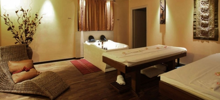 Cocca Hotel Royal Thai Spa: Vierbett- Zimmer ISEOSEE