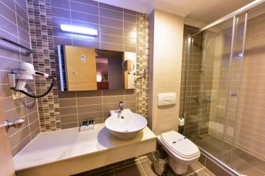 Hotel Almina: Bathroom ISTANBUL