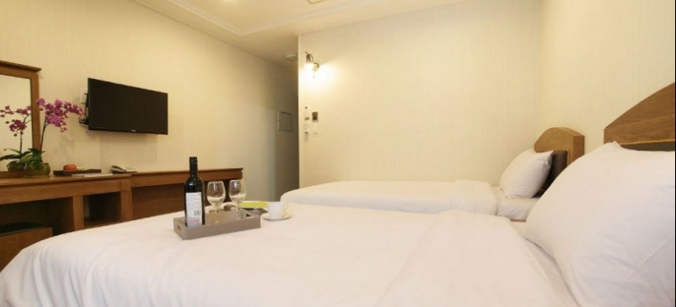 Amber Hotel: Hotellage JEJU