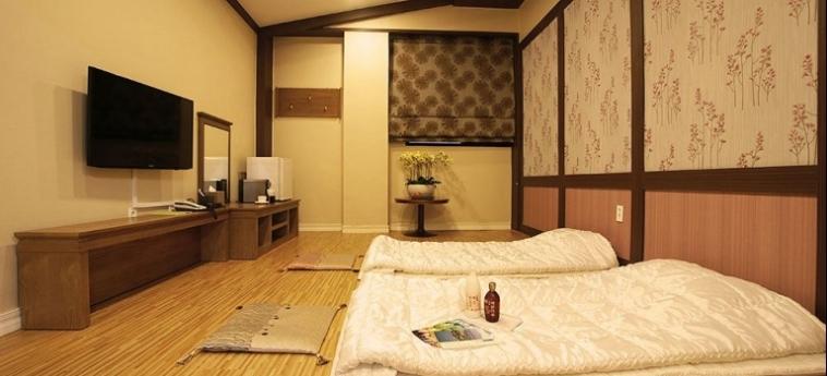 Amber Hotel: Vierbett- Zimmer JEJU