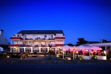 Hotel Cobo Bay: Hotel Davor-Abend/Nacht KANALINSELN