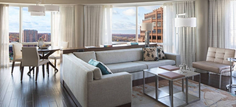 Hotel Kansas City Marriott Country Club Plaza: Suite Room KANSAS CITY (MO)