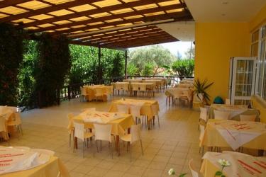 Hotel Terra Mare: Außen Abendessen KEFALONIA