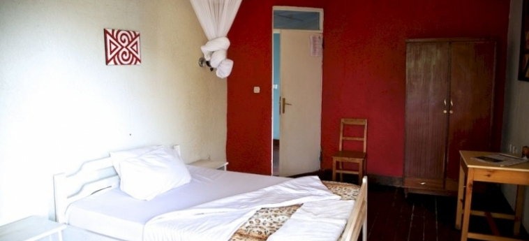 Discover Rwanda Youth Hostel: Piscina Calentada KIGALI