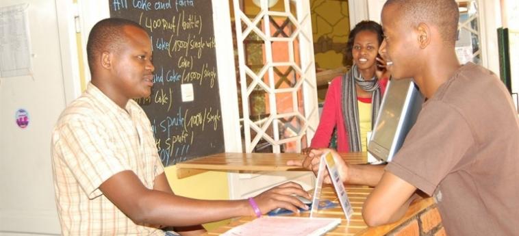 Discover Rwanda Youth Hostel: Camera Quadrupla KIGALI