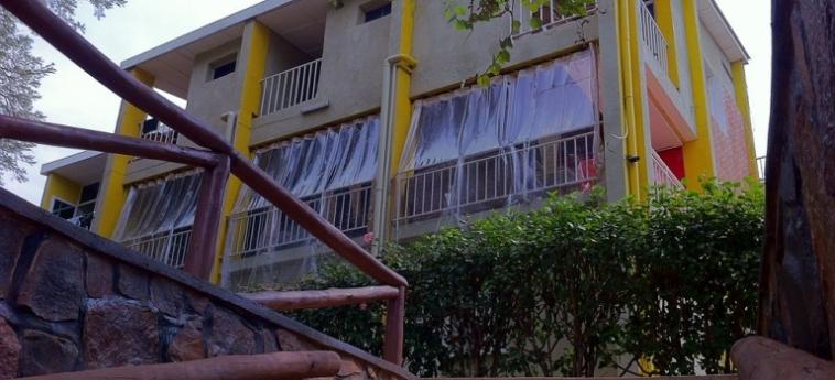Discover Rwanda Youth Hostel: Campo da Basket KIGALI
