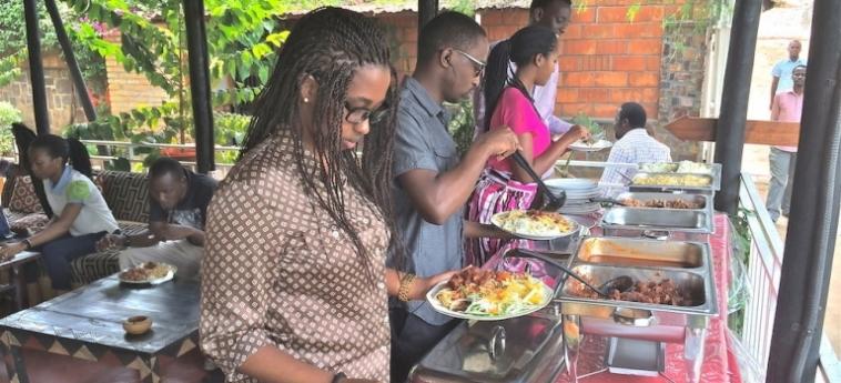 Discover Rwanda Youth Hostel: Terrain de Foot KIGALI