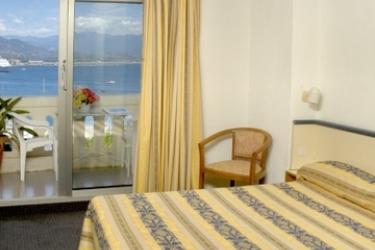 Hotel Du Golfe: Schlafzimmer KORSIKA