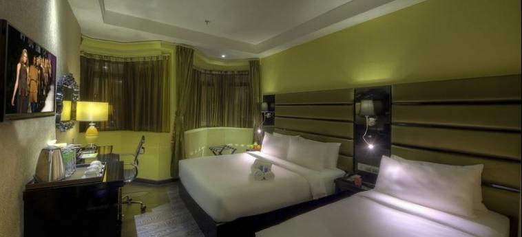 Hotel Arenaa Star: Außen Restaurant KUALA LUMPUR