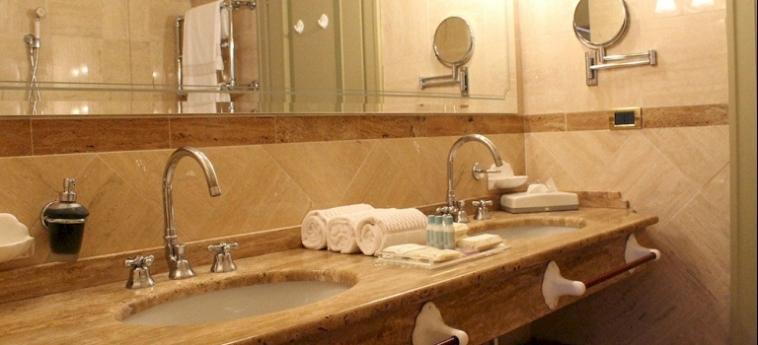 Hotel Relais Franciacorta: Hall LAGO D' ISEO