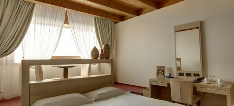 Cocca Hotel Royal Thai Spa: Centro Affari LAGO D' ISEO