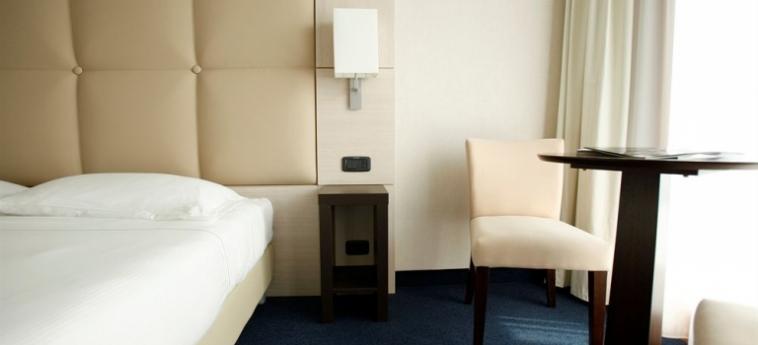 Cocca Hotel Royal Thai Spa: Bunk-Bed Room LAGO DE ISEO