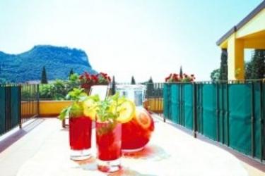 Hotel Villa Madrina: Living Room LAGO DI GARDA
