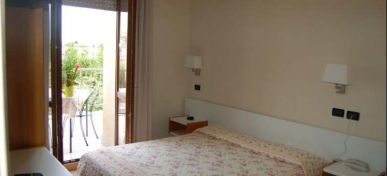 Hotel Mauro: Camera Matrimoniale/Doppia LAGO DI GARDA