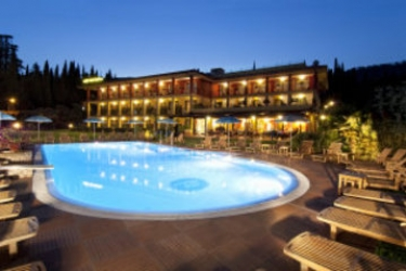 Hotel Villa Madrina: Outdoor Restaurant LAKE GARDA