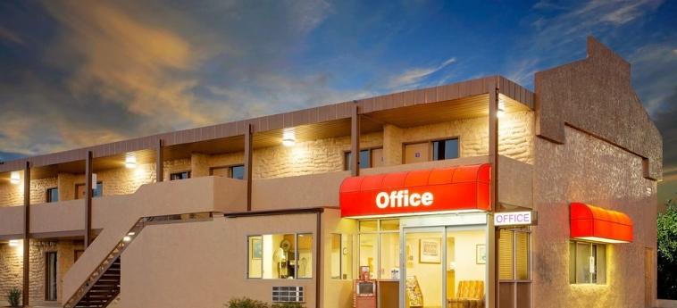 Hotel Knights Inn Page Az: Frente Hotel – Tarde / Noche LAKE POWELL (AZ)