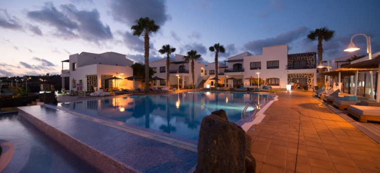 Hotel Hd Pueblo Marinero - Adults Only : Piscine chauffée LANZAROTE - ILES CANARIES