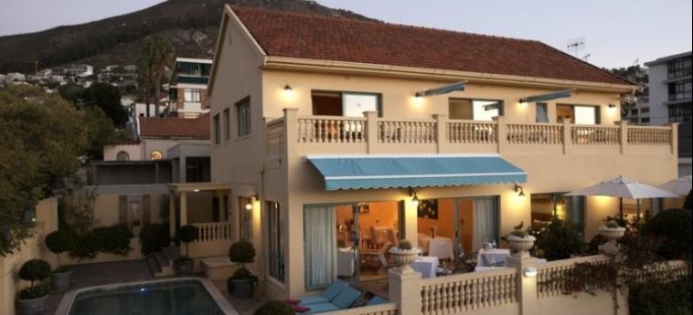 Villa Sunshine Guest House: Facade LE CAP
