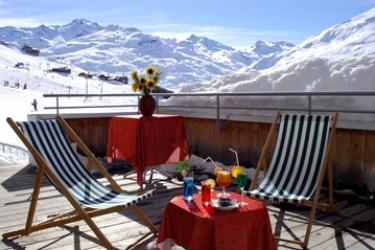 Club Hotel Du Soleil Pierre Blanche: Terraza LES MENUIRES