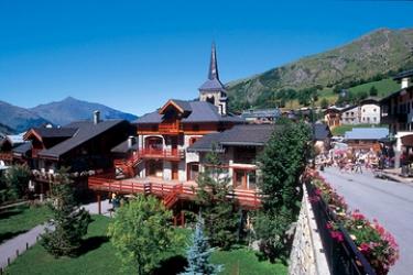 Club Hotel Du Soleil Pierre Blanche: Hotel Position LES MENUIRES